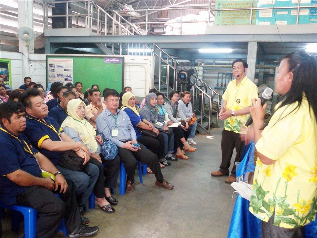 23มกราคม 2558 ต้อนรับรับคณะศึกษาดูงานจากเทศบาลนครยะลา ดูงานการจัดการขยะในชุมชน