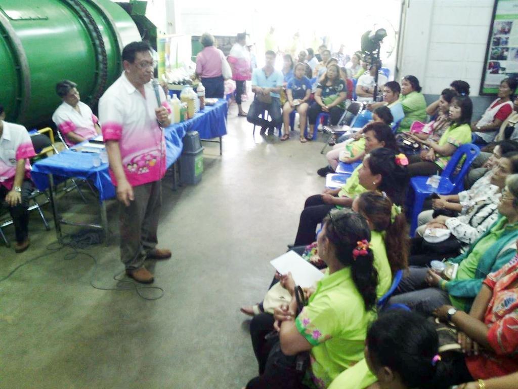 ศูนย์รีไซเคิลขยะชุมชนพบสุขต้อนรับคณะศึกษาดูงานชุมชุนการเคหะบ้านฉาง จ.ระยองเมื่อวันที่ 23 สิงหาคม 2557