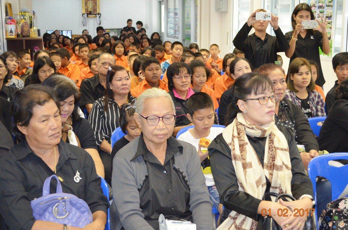 2กพ.2560  ศูนย์รีไซเคิลขยะชุมชนพบสุข นครปากเกร็ด ต้อนนรับคณะจากเทศบาลตำบล องค์รักษ์ จ. นครนายก ศึกษาการจัดการขยะโดยชุมชนมีส่วนร่วมการแยกขยะตั้งแต่ต้นทาง
