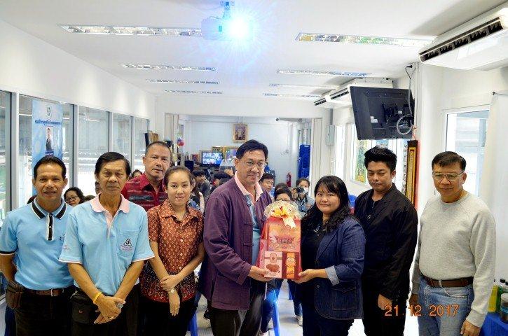 22 ธันวาคม 2560เช้าต้อนรับคณะศึกษาดูงาน กศน.อำเภอท่าม่วง จ.กาญจนบุรี ดูงานการจัดการขยะอินทรีย์เริ่มลดขยะตั้งต้นทางเริ่มที่ครัวเรือน /ชุมชนและพัฒนาต่อยอด เป็นผลิตภัณฑ์ น้ำยาล้างจาน/ถูพื้น/ล้างห้องน้ำ/ซักผ้า